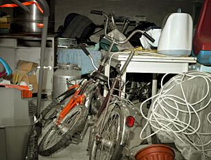 ALT SKAL BORT: Sett av søndagen til å starte opprydningen i garasjen, oppfordrer ryddeeksperten. Det kan virke håpløst i starten, men det er verdt tiden til slutt! Foto: NTB Scanpix.