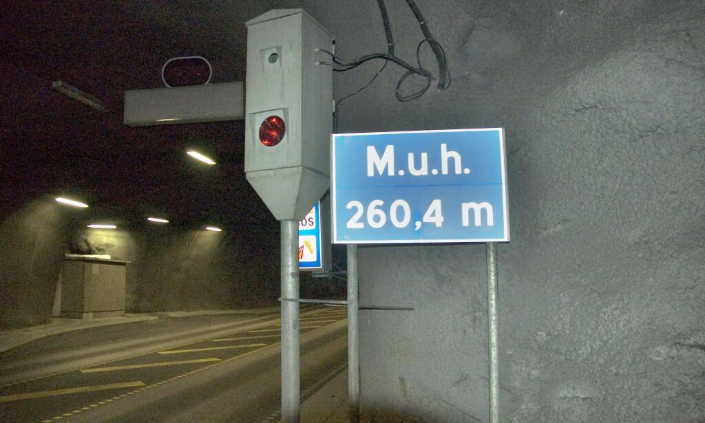 INNFØRER NYE GJENNOMSNITSMÅLINGER: På dagen én måned etter at Frp meldte seg ut av regjeringen har samferdselsdepartementet besluttet å innføre streknings-ATK i tre nye tuneller i Norge. Tunellen på bildet er et illustrasjonsfoto fra Bømlafjordtunnelen. Foto: NTB Scanpix
