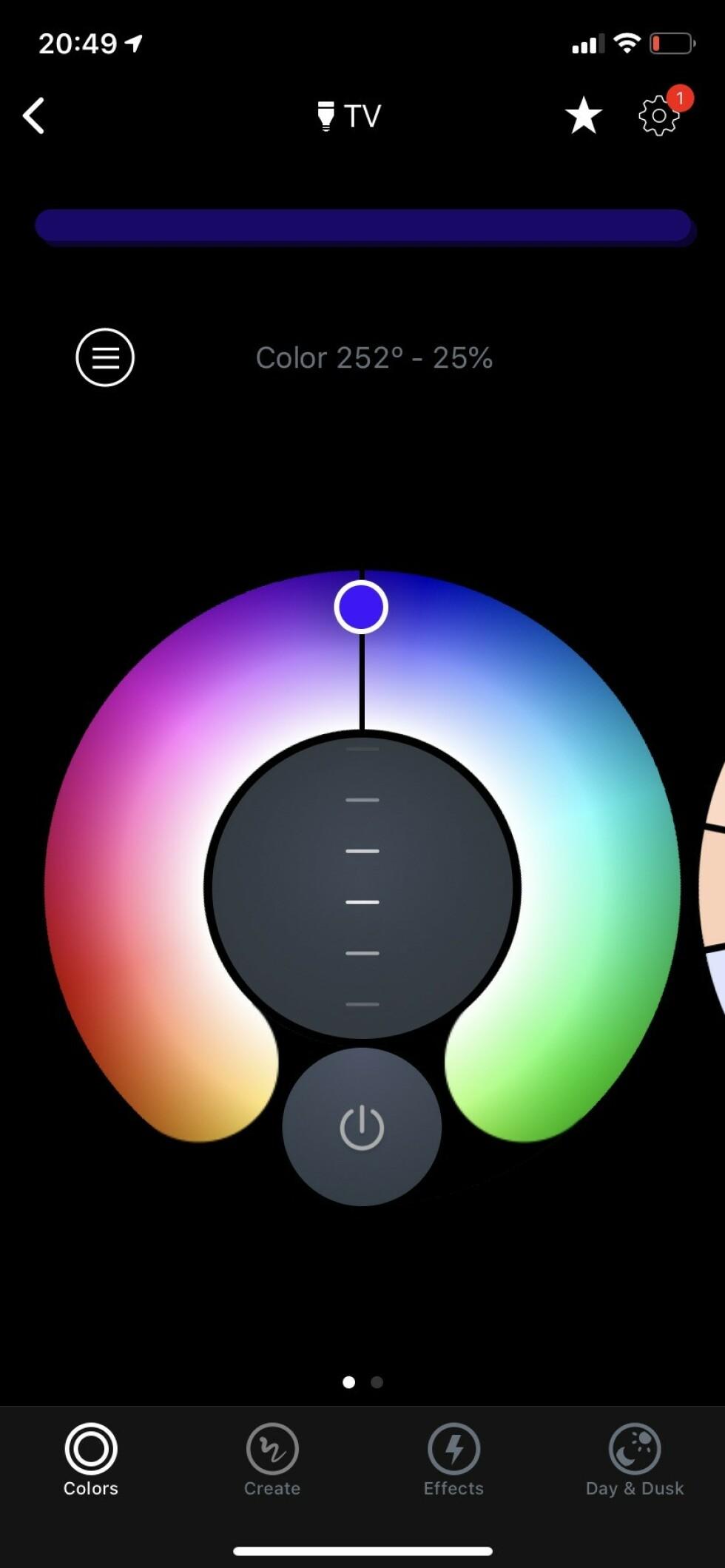 EGNE INNSTILLINGER: Har du lagt inn den nye TV-lysstripa i appen (følg instruksjonene) kan du nå skru lyset av og på på første side. Trykker du på «TV» (om du har kalt den nye lista di for det) kommer du inn første side i menyen for dette lyset. Her kan du velge farge og styrke på lyset. Foto: Øystein B. Fossum