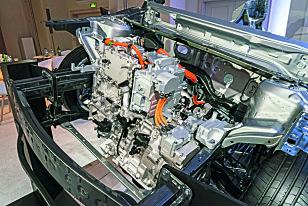 HYBRID: En roterende motor er plassert ved siden av elmotoren foran i motorrommet. Foto: Mazda