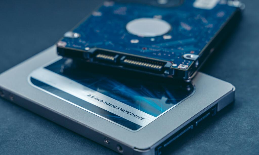 PÅ VEI UT: De tradisjonelle mekaiske harddiskene fases ut til fordel for de raskere SSD-ene. Foto: Shutterstock/NTB Scanpix