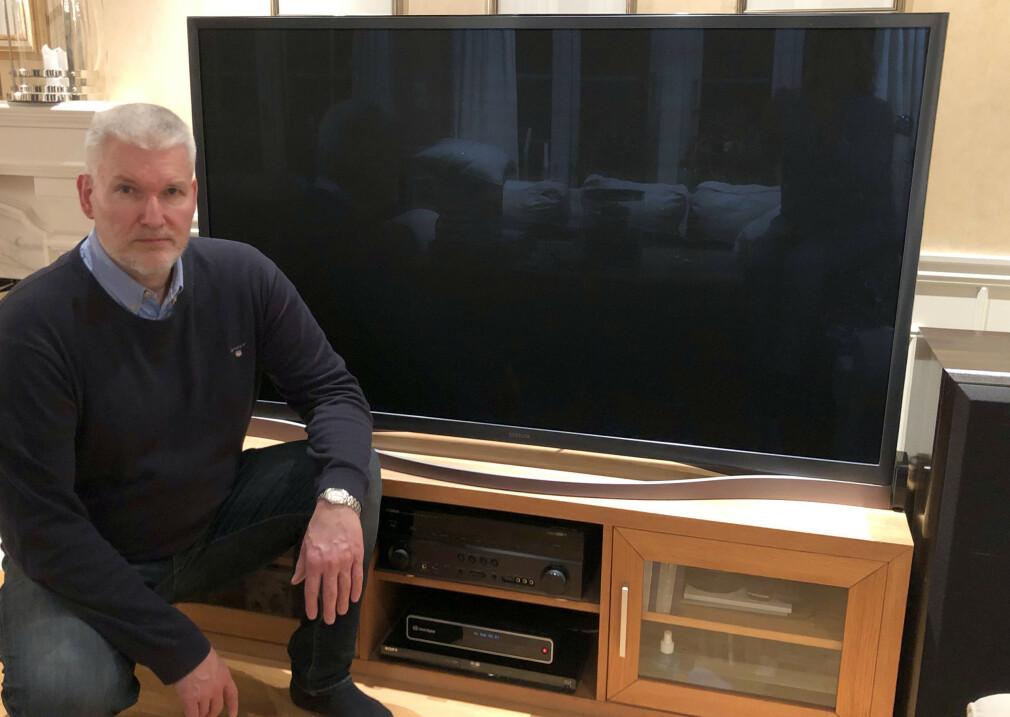 REAGERTE MED VANTRO: Steffen Bang kjøpte en Samsung toppmodell til 25.000 kroner for seks år siden. Nå har strømforsyningen tatt kvelden, men Samsung har ikke lenger reservedeler på lager og henviser til at de ikke er forpliktet til å ha reservedeler i mer enn fem år. Foto: Privat