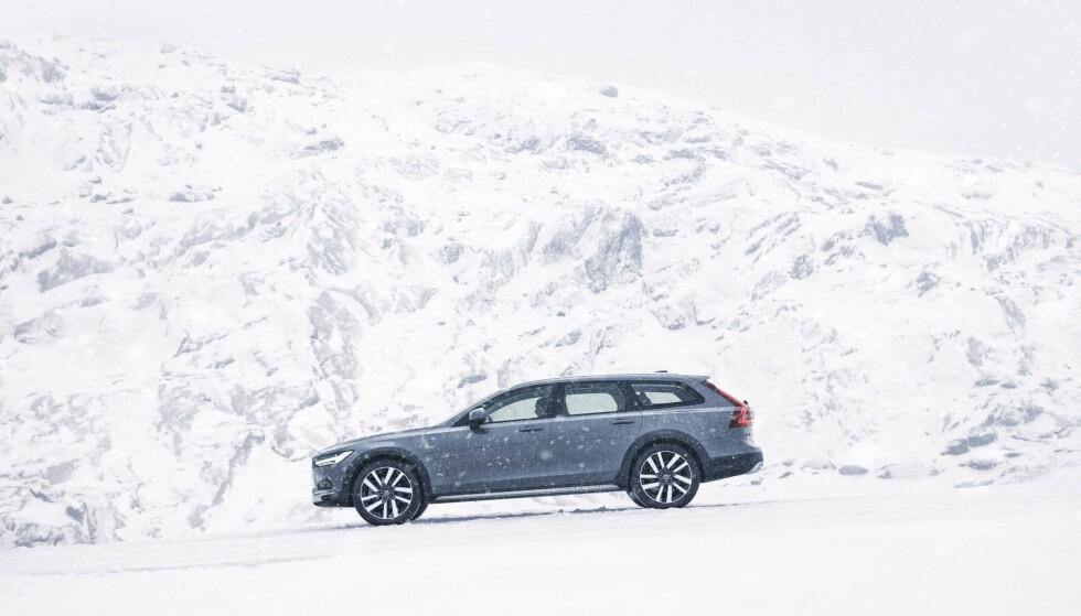 OFF ROAD: Slik ser den ansiktsløftede Volvo V90 Cross Country ut. Foto: Volvo Cars
