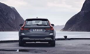 STØRSTE ENDRING: De helt nye og redesignede LED-baklysene er den mest markante endringen på V90 og V90 Cross Country. Foto: Volvo Cars