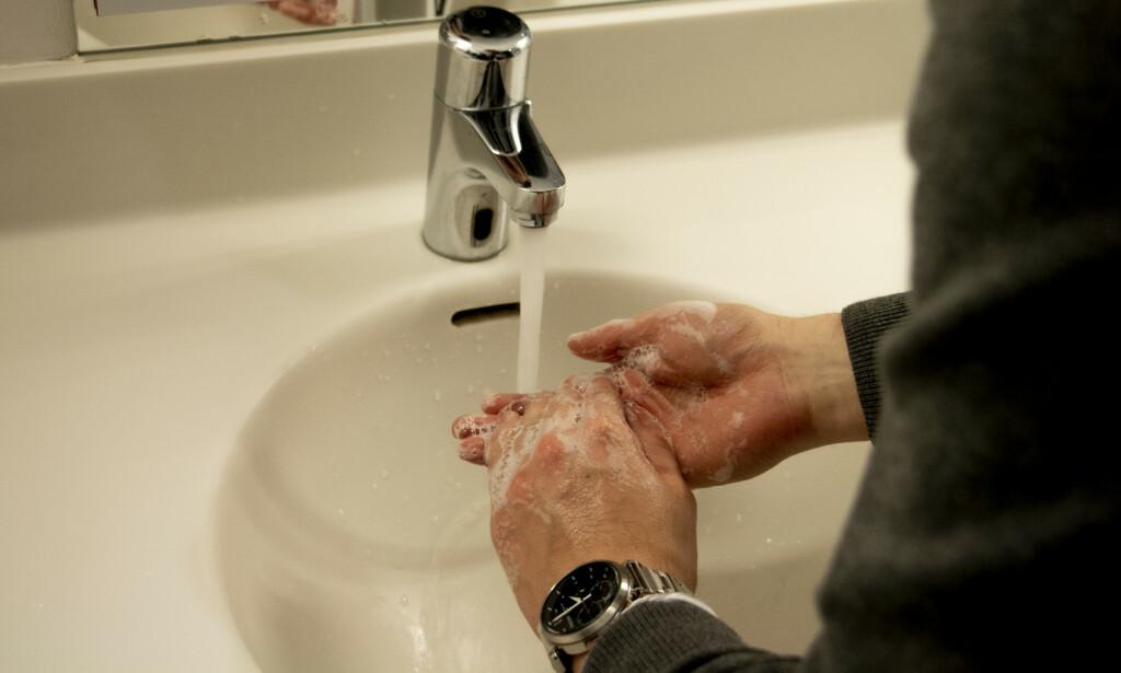 SÅPEVASK: En grundig håndvask med såpe er viktig etter interaksjon med store folkemengder. Foto: Bernhard Moe Nyquist