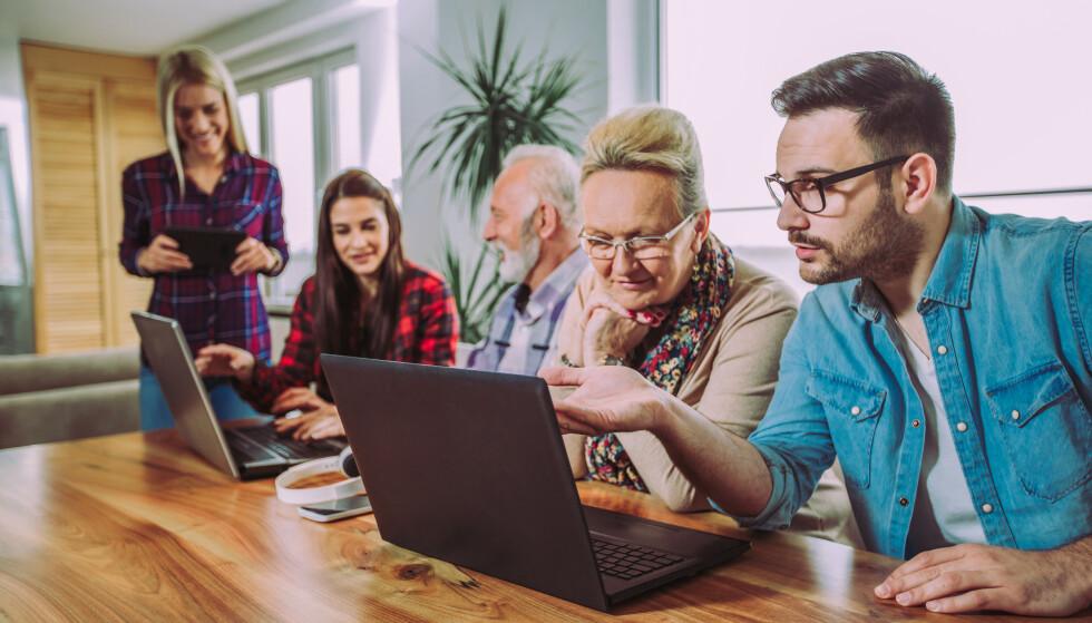 STUDIELÅN TIL DU ER 50 ÅR: Nå kan det bli lettere for voksne å ta videregående og høyere utdanning. Fra kommende studieår kan voksne opp til 50 år søke om fullt lå i Lånekassen, mot 45 år som er aldersgrensen i dag. Kravet om minst 50 prosent studiebelastning for å få støtte fjernes, slik at det blir enklere å kombinere studier og jobb. Foto: Shutterstock/NTB scanpix