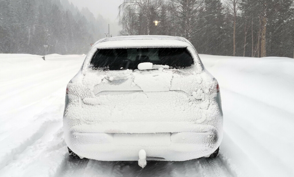 USYNLIG: Legg til litt mer vind og snø, samt redusert dagslys, og det er ikke lett å se denne bilen på landeveien. Foto: Naf.