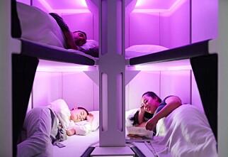 Planlegger sengeplasser på økonomiklasse i fly