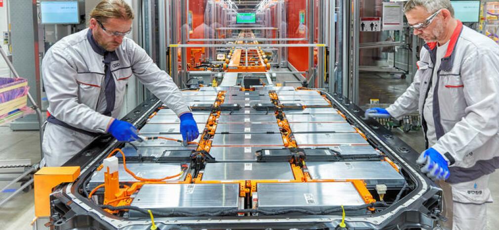 SPENNING: Batteriene utgjør en stor del av elbilers kostnad og kan potensielt bli mangelvare i starten på det elektriske skiftet, noe både Jaguar og Audi allerede har fått erfare. Foto: Audi