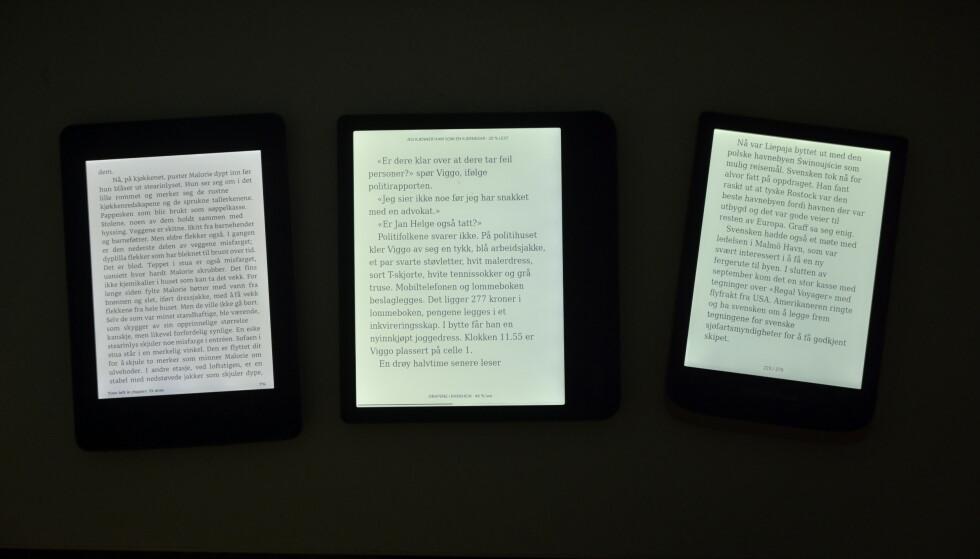 På full lysstyrke i mørket. Kindle til venstre, Pocketbook til høyre og Kobo i midten. Foto: Martin Kynningsrud Størbu