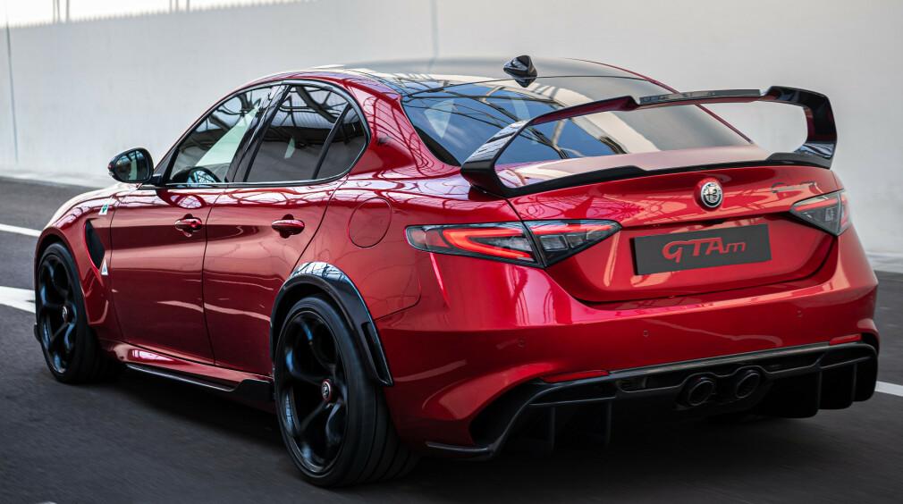 BANEVERSJON: GTA kommer i to versjoner. Bilen på bildene er er den mest baneorienterte. Foto: Alfa Romeo