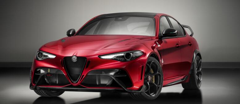 BRUTALT: Hele fronten har massive luftinntak. Til og med grillen er helt åpen. Alt foran frontruta er spesialdesignet for de 500 bilene som blir produsert. Foto: Alfa Romeo.
