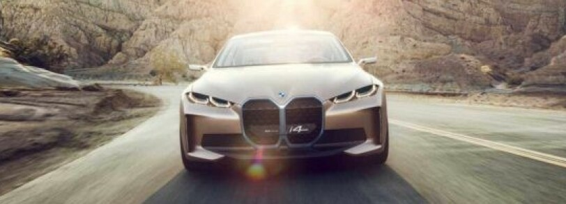 STORE NYRER: Polestar fant ut at de ikke trengte grill på sin Precept, men i4 viser hvordan nye 3- og 4-serie skal se ut også. Derfor har den den gigantiske grillen som signatur. Selvfølgelig lukket i elektrisk versjon. Foto: BMW.