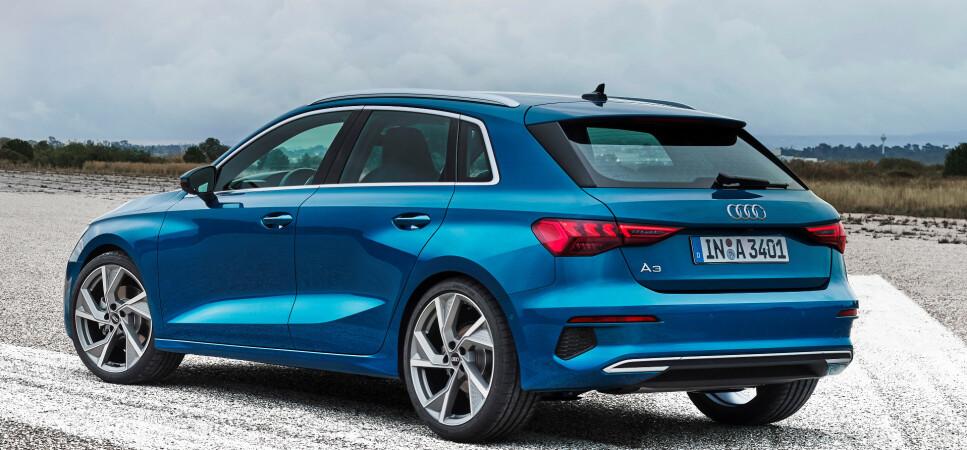 BARE SOM SPORTBACK: Man kjenner familielikheter, men det er skjelden vi ser så store forandringer fra en modell til en annen hos Audi. Nye A3 blir bare tilgjengelig som den lille stasjonsvogna Sportback og kommer snart med den norgesaktuelle ladbare hybriden. Foto: Audi.