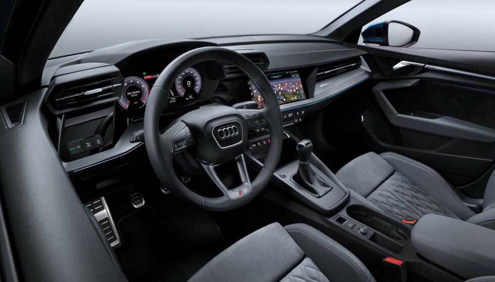 STØRST SKJERM FORAN DEG: Virtuell Cockpit med mange valg rett fra rattet har hele 12,3-tommers skjerm. Det er første gang vi ser større instrumentskjerm enn multimediaskjerm. A3 går for to og ikke tre skjermer, slik de har på A5 og oppover. Foto: Audi