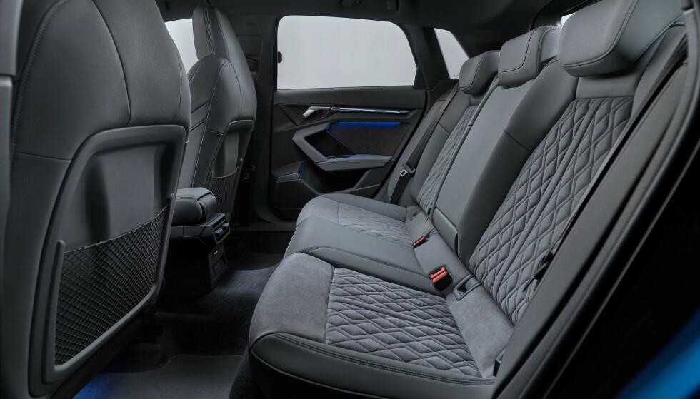 PLASS NOK: Audi A3 har vært behagelig for en småbarnsfamilie på fire i mange år allerede. Akselavstanden er den samme som før, så plassen antas å være den samme. Foto: Audi