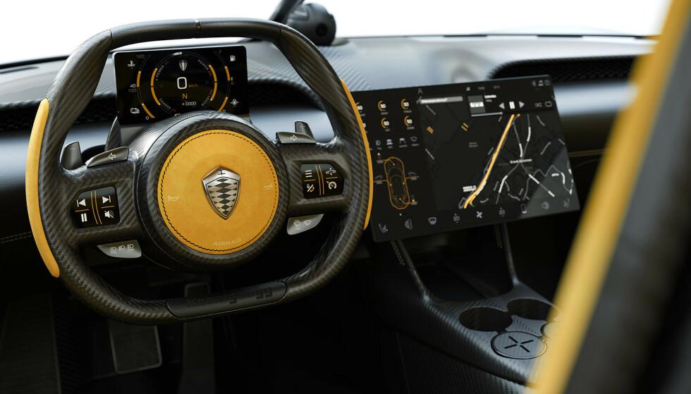 HELDIGITALT: Småbilprodusenter sliter ofte med interiørfinish. Her er det meste bakt i karbon. Foto: Koenigsegg.