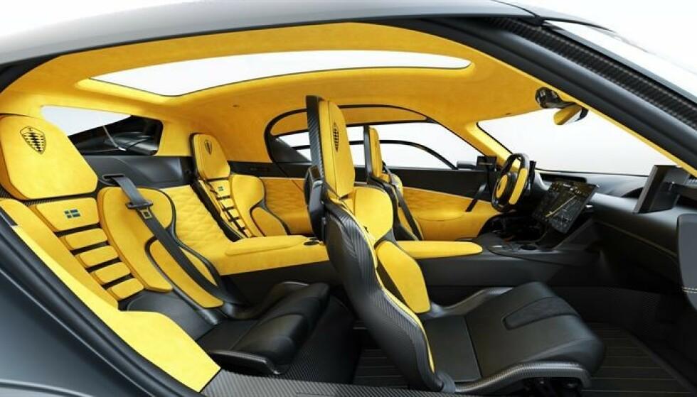 TEKNOBOMBE: Den lille bilfabrikanten Koenigsegg går helt egne veier med sin nye potensiellt karbonnøytrale fireseters hyperbil. Bilen er spekket med løsninger ingen andre enn de har brukt. Foto: Koenigsegg