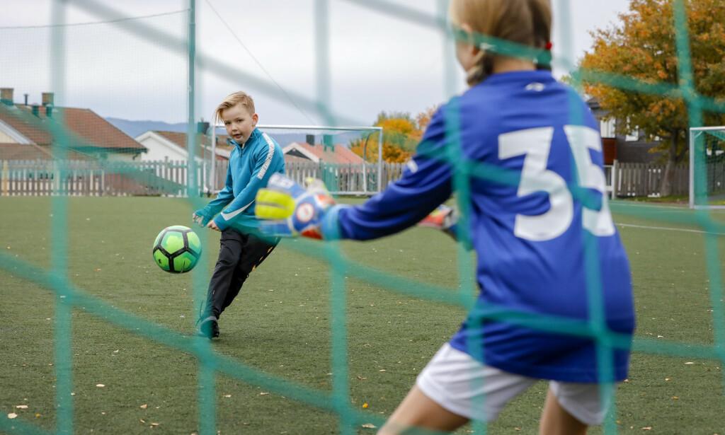 IKKE HELT I MÅL: Ny undersøkelse viser at flere barne- og ungdomsidrettslag har lave kostnader for å sikre at alle kan delta, men det er fortsatt en del idrettslag som burde redusere kostnadene for de yngste. Foto: Gorm Kallestad/NTB Scanpix.