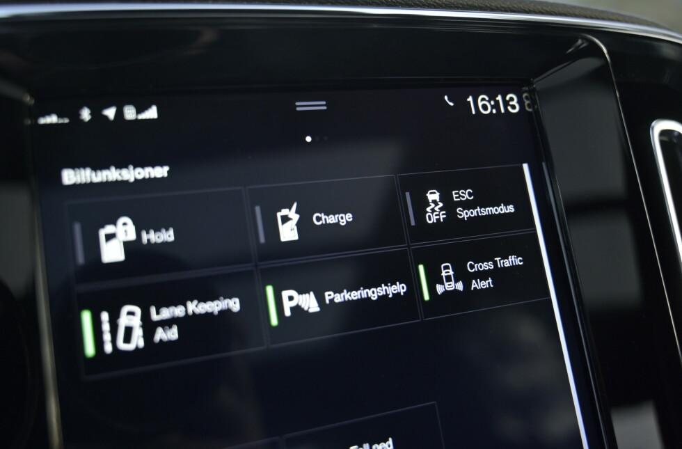 SIKKER: Volvoen har full pakke av sikkerhetssystemer. Foto: Rune M. Nesheim