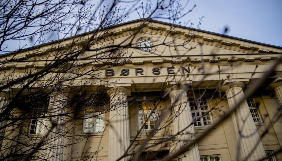 FALL: Hovedindeksen på Oslo Børs falt med 12 prosent mandag 9. mars. Les saken under for å vite hvordan dette påvirker norske forbrukeres boliglån og sparepenger. Foto: Stian Lysberg Solum/NTB Scanpix.
