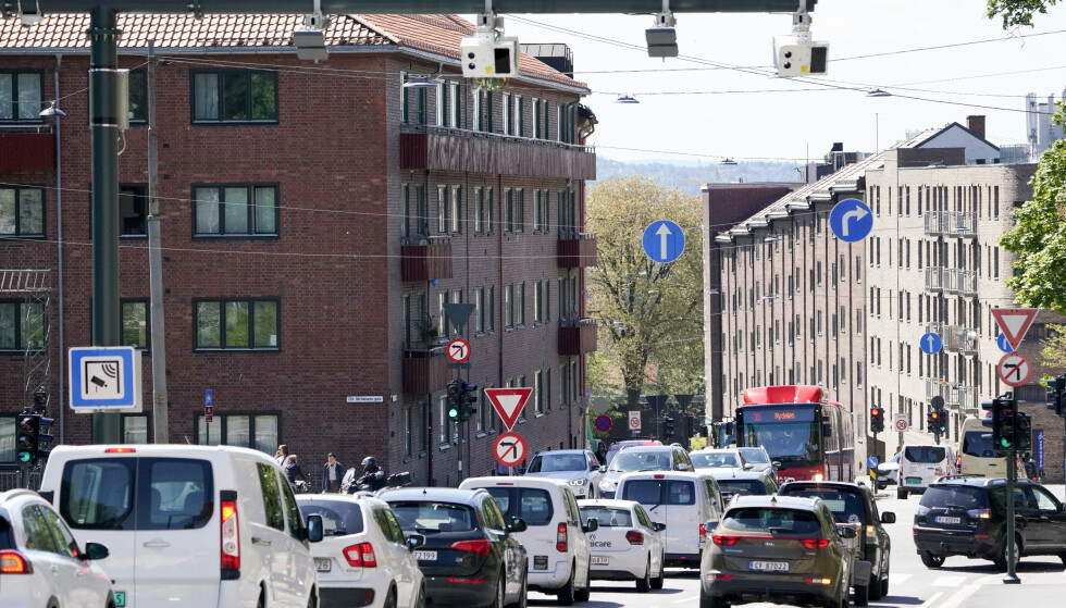 BOMPENGER: Ferien er snart over. Nå venter flere bilister på at bomregninga skal dette ned i postkassa. Foto: Fredrik Hagen/NTB scanpix