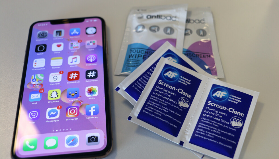 RENSESERVIETTER: Det finnes egne renseservietter med alkohol for å rengjøre mobilskjermen, men mobilskjermene tåler ikke nødvendigvis at du bruker dem. Foto: Kirsti Østvang