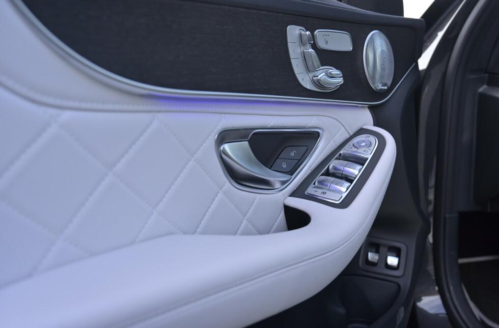 DESIGNO: C-klassen gir skikkelig luksusfølelse dersom du kliner til på utstyrsfronten. Designo skinnpakke Platinium white pearl er en fryd for øyet. Foto: Rune M. Nesheim