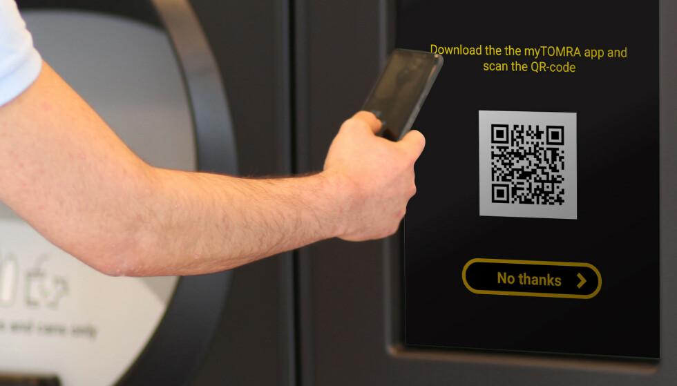 SLIK SKAL DET FUNKE: Pantelappen erstattes av en QR-kode su skanner med mobilen din, og som legger seg som en kupong i butikk-appen. Foto: Tomra