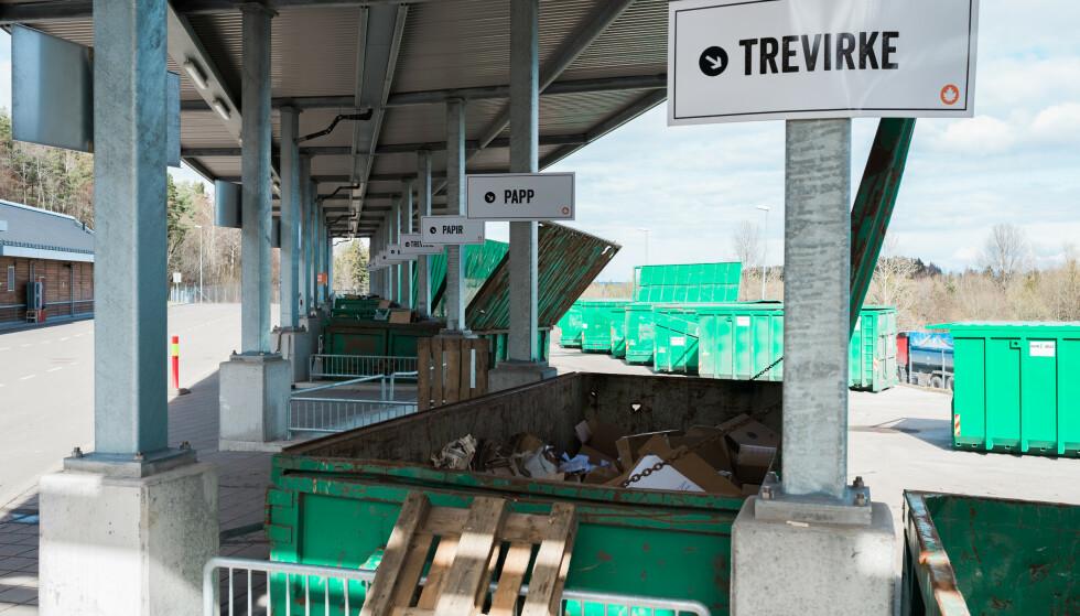 STENGT: Mange gjenvinningsstasjoner landet over reduserer åpningstidene eller stenger for å redusere smittefaren. Foto: Vesar