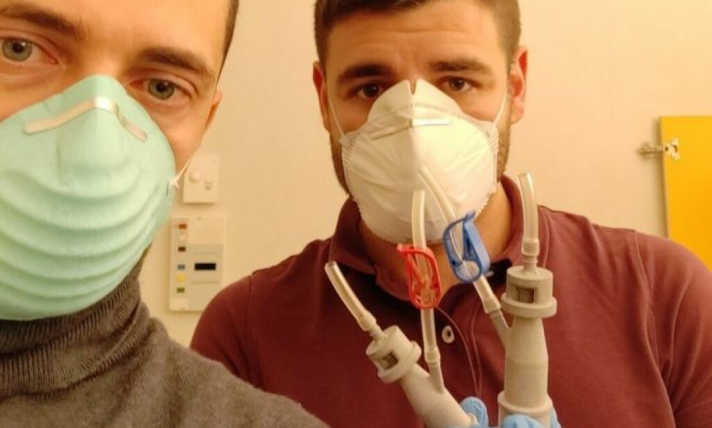 3D-SKREVNE VENTILER: Christian Fracassi, i Isinnova, (til venstre) kastet seg rundt for å hjelpe sykehuset med 3D-skrevne ventiler til livsviktige pustemasker. Foto: Isinnova