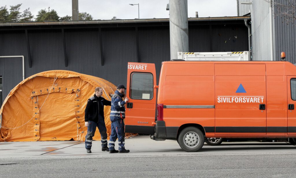 I GRENSEKONTROLL: Sivilforsvaret bistår blant annet i grensekontroll på Svinesund. I teorien kan alle i alderen 18-55 år kalles inn. Foto: Vidar Ruud/NTB scanpix