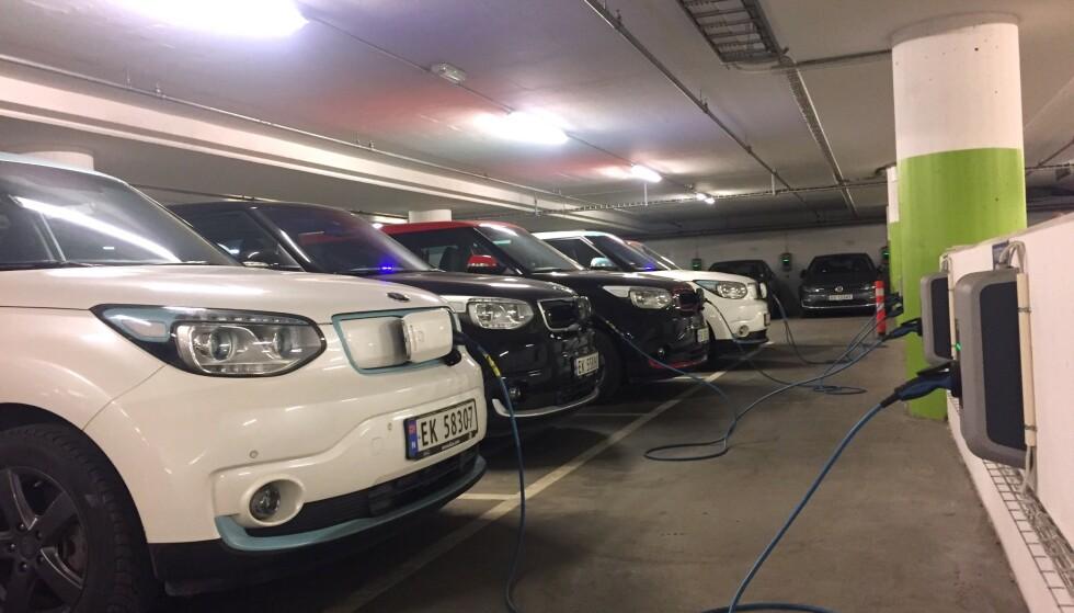 SAMME BIL - FORSKJELLIG GARANTI: Bilene er helt like, men garantiene og måten forhandlerne tar goodwill-reparasjoner kan være helt forskjellige. Har du kjøpt en bruktimportert bil, kan du gå på en garanti-smell. Foto: Rune Korsvoll