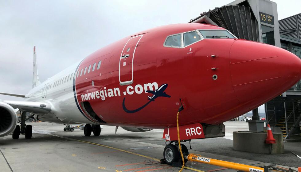 CASH POINTS: Både Norwegian og SAS lar deg avbestille lavprisbilletter som egentlig ikke refunderes, mot at du får pengene i cash points eller verdisjekker. Foto: NTB Scanpix