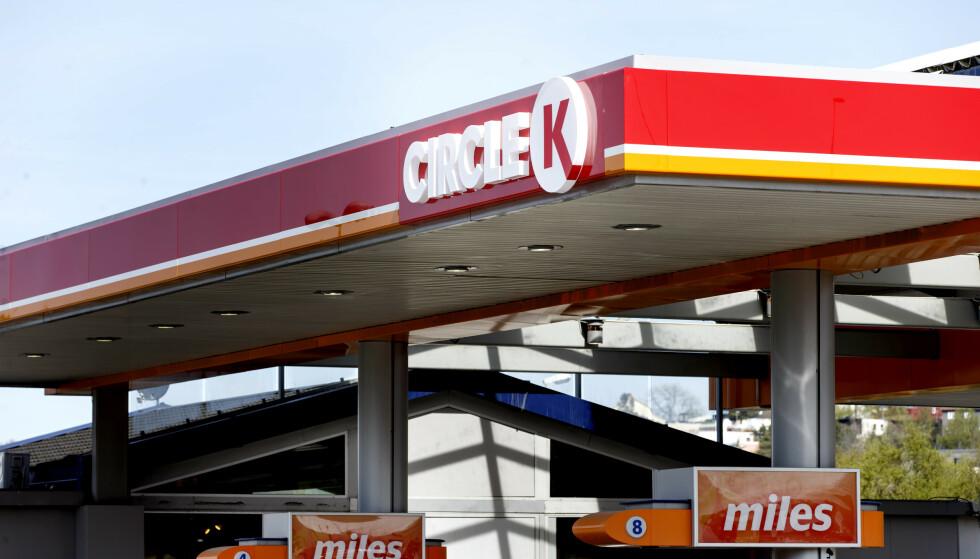BENSINPRISER: Prisen på bensin og diesel har falt henholdsvis 110 og 99 øre literen de siste ukene. Foto: Gorm Kallestad / NTB scanpix