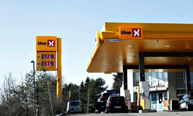 BILLIG: På denne UnoX-stasjonen i Oslo, var prisene på diesel og bensin lavere enn de har vært på lang tid, torsdag. Foto: Christian Roth Christensen