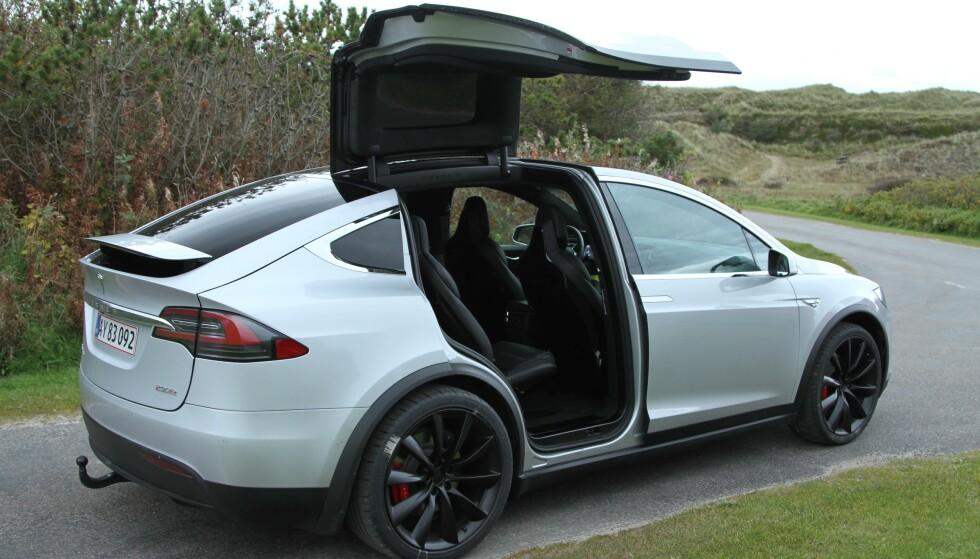 KONKURRENT: Triton Model H kan gruse spesifikasjonene til Tesla Model X (bildet). Model X kan imidlertid skilte med å være en realitet - og måkevingedørene!