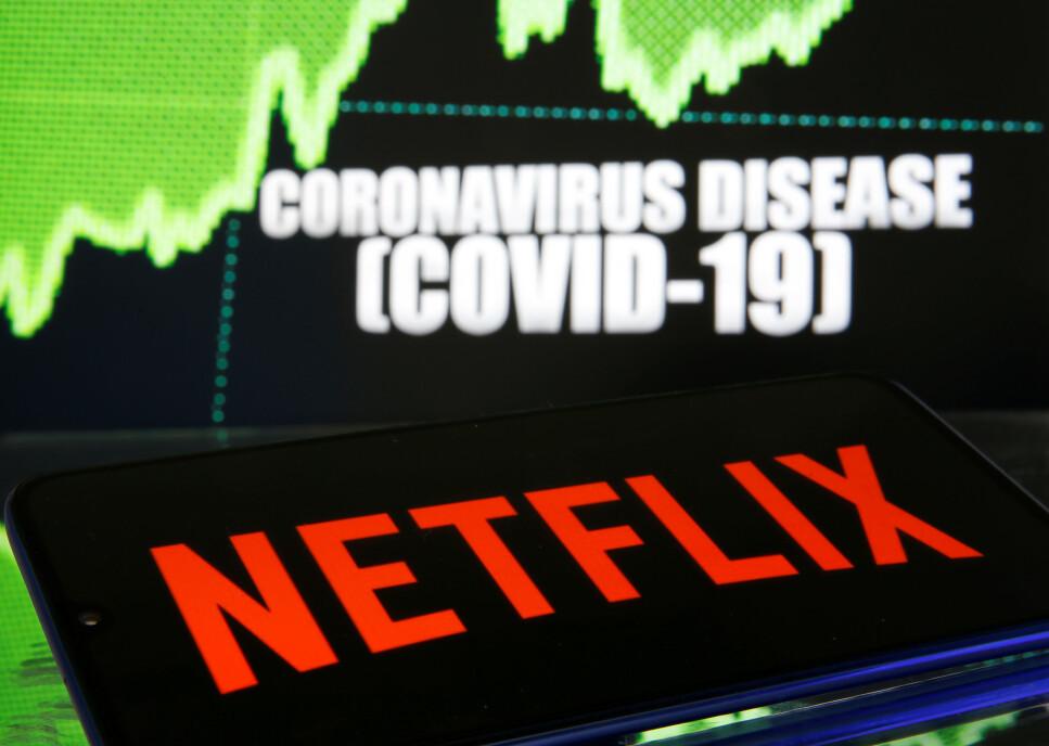 KUTTER KVALITETEN: For å ikke overbelaste internett, har Netflix og flere andre tjenester valgt å redusere strømmekvaliteten. Foto: Dado Ruvic/Reuters/NTB Scanpix
