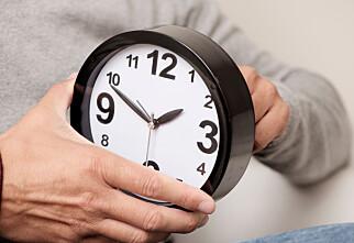 Du må fortsatt stille klokka