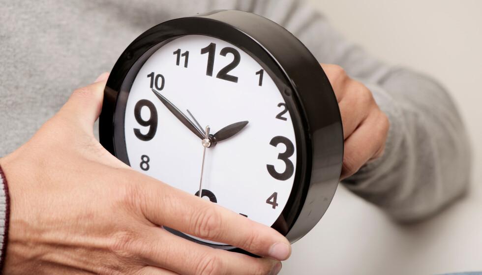 SOMMERTID: Natt til søndag 29. mars skal vi stille klokka til sommertid. Det betyr at du skal stille klokka én time fram. Foto: Shutterstock/NTB scanpix