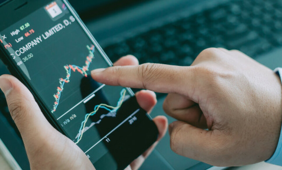FALLER I VERDI: Spareøkonom ser at alle typer aksjefond faller om lag like mye i disse dager, men noen faller mindre enn andre. Foto: Shutterstock