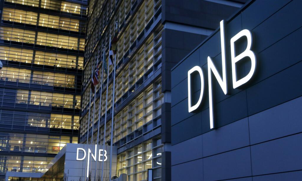 RENTEKUTT? DNB er blant bankene som har meldt om rentekutt etter at Norges Bank har senket styringsrenta - men det tar mange uker før kundene får nyte godt av rentekuttet. Dette får bankene kritikk for. DNB forklarer forsinkelsen med begrensninger i datasystemet og et urolig internasjonalt marked. Foto: NTB scanpix