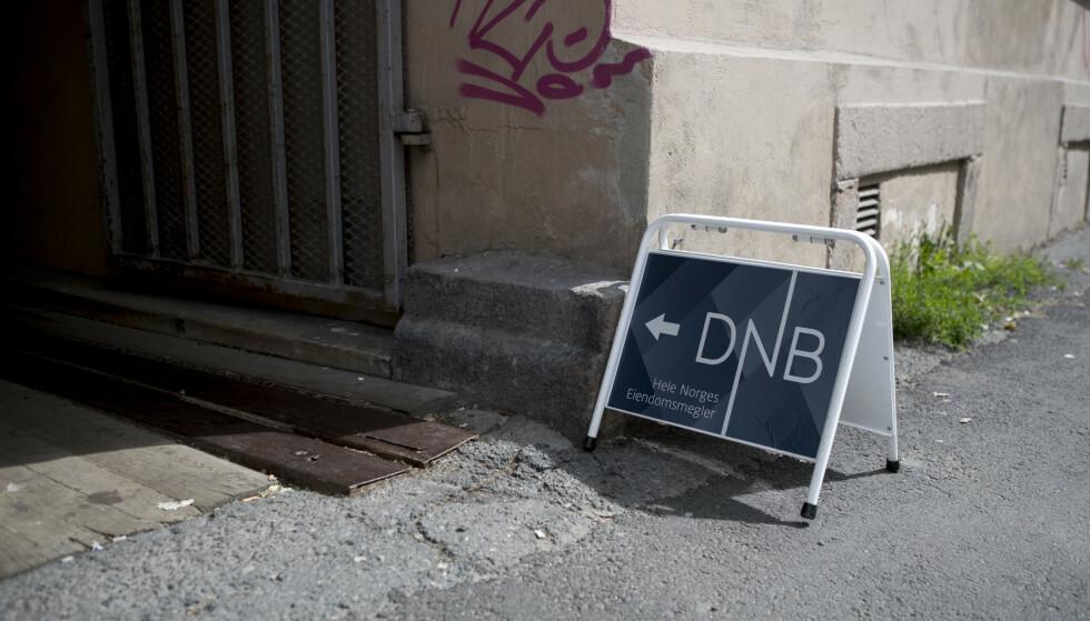 GARANTERT BOLIGSALG? DNB kutter salgsgarantien midlertidig, som følge av coronasituasjonen som også påvirker boligsalget. Foto: NTB scanpix