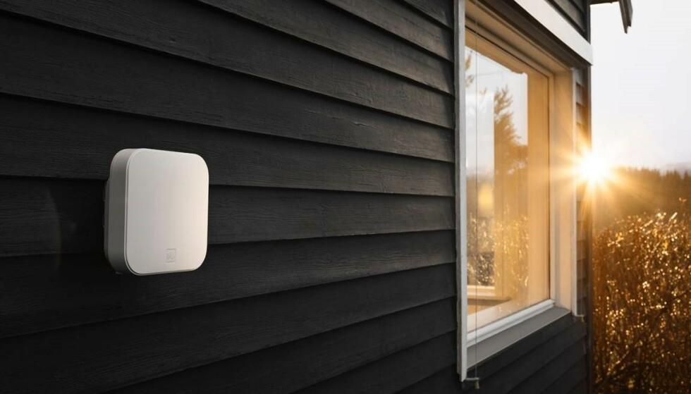 NYTT PRODUKT: Telias nye trådløse bredbånd består av en utendørsruter. Foto: Telia