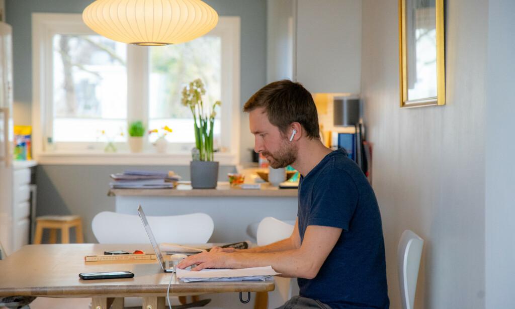 HJEMMEKONTOR: Mange nordmenn jobber hjemme om dagen. Foto: Thomas Brun/NTB scanpix