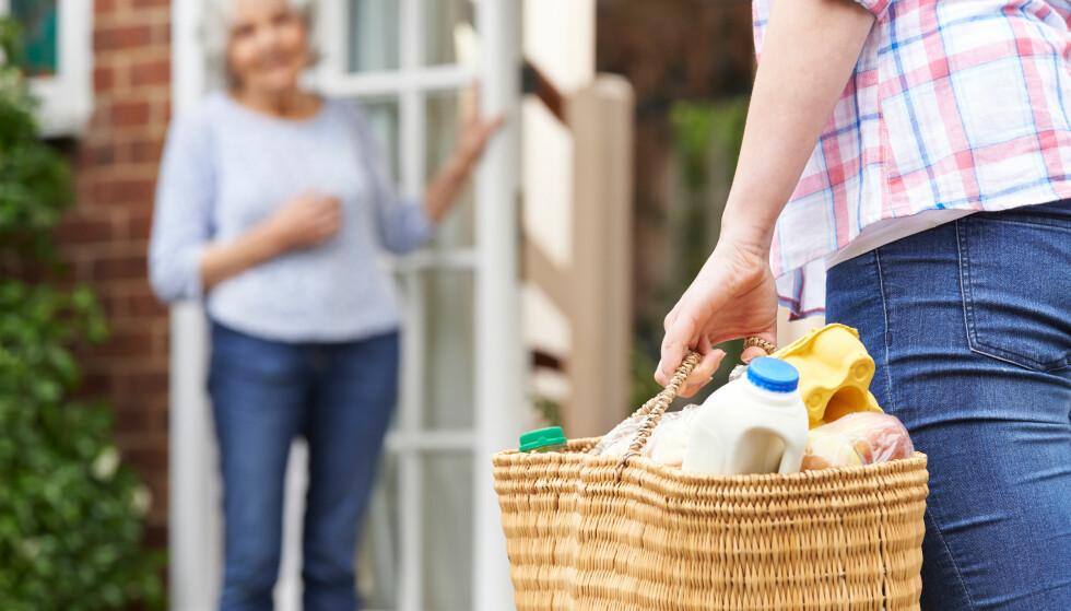 STORT OG SMÅTT: På appen Goodify er det mange som utlyser at de trenger hjelp med å handle matvarer eller andre ting. Foto: Shutterstock
