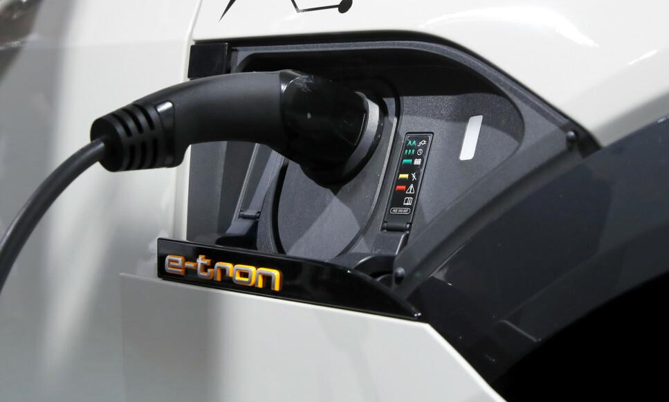 RENEST: Nok en studie viser at elbiler er renere enn fossildrevne biler. REUTERS/Arnd Wiegmann