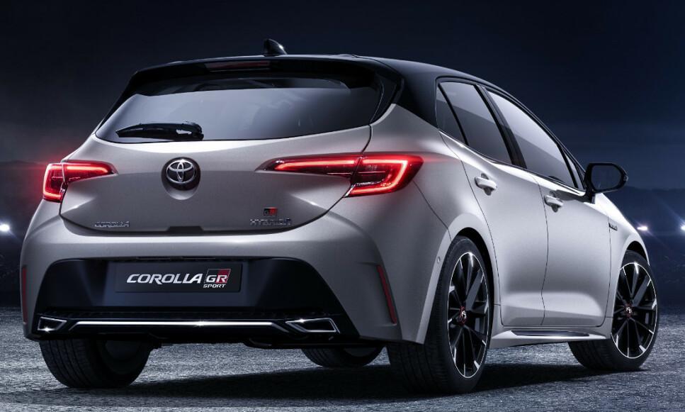 GTI KILLER: Bilen på bildene er dagens GR Sport. Vi vil trolig får annen utforming av støtfangeren bak, med blant annet mer markert eksos. Felgene kommer definitivt til å få en åpnere design og forvent større bremser og fargede calippere på innsiden. Takspoileren vil garantert bli større. Foto: Toyota