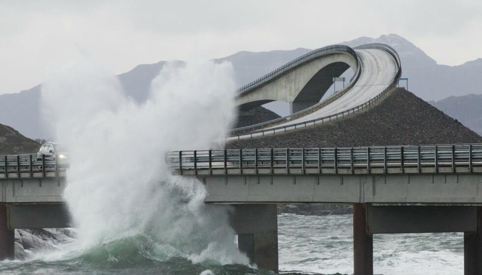 Det kan bli folksomt på veiene i sommer, tror NAF. Her fra Atlanterhavsveien. Foto: Berit Roald / Scanpix