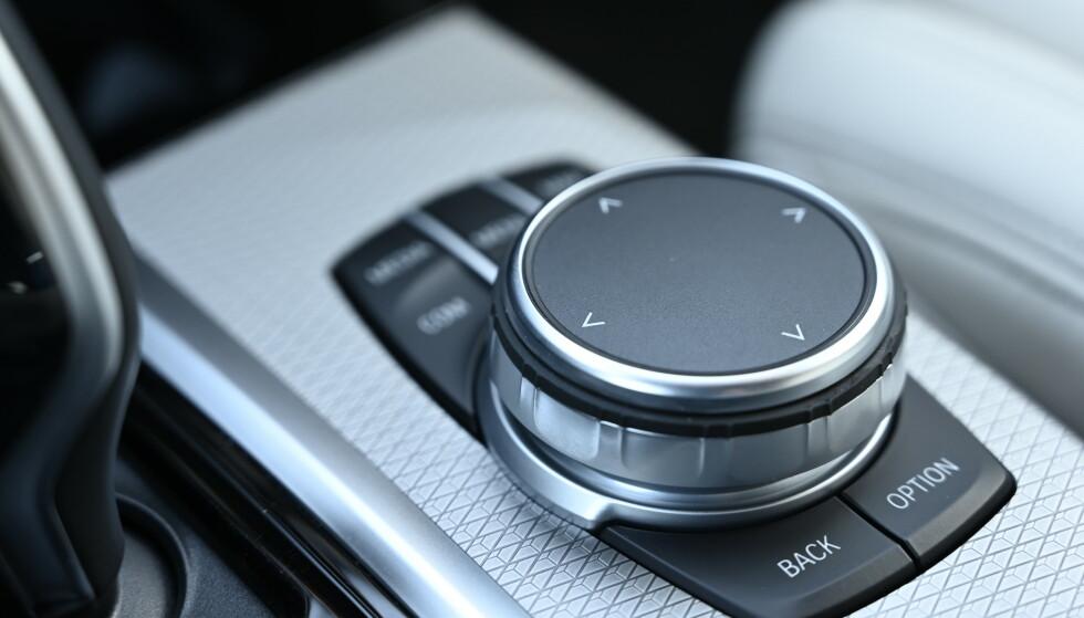 iDrive: BMW og Mazda og Mini er snart de eneste som lar deg betjene infotainment uten å trykke på skjerm. Vi liker systemet godt. Foto: Rune M. Nesheim